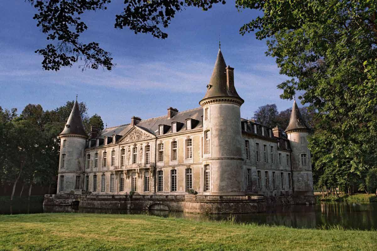Au Petit Chateau Bar Sur Seine France