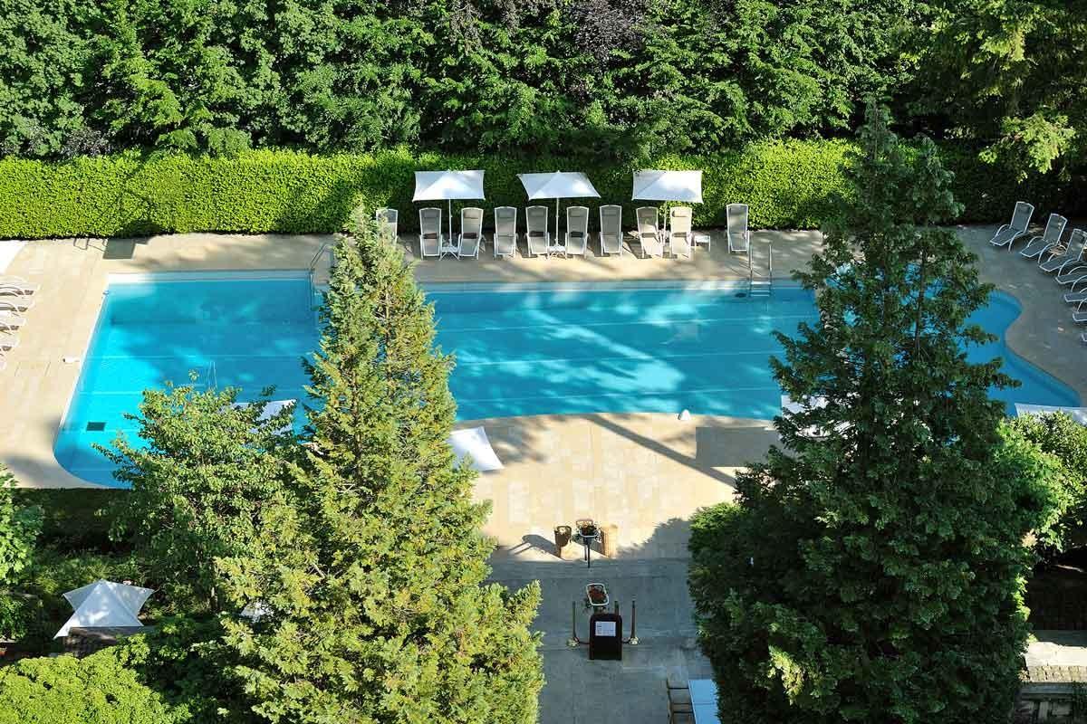Domaine de divonne et spa hotel divonne les bains for Piscine de divonne