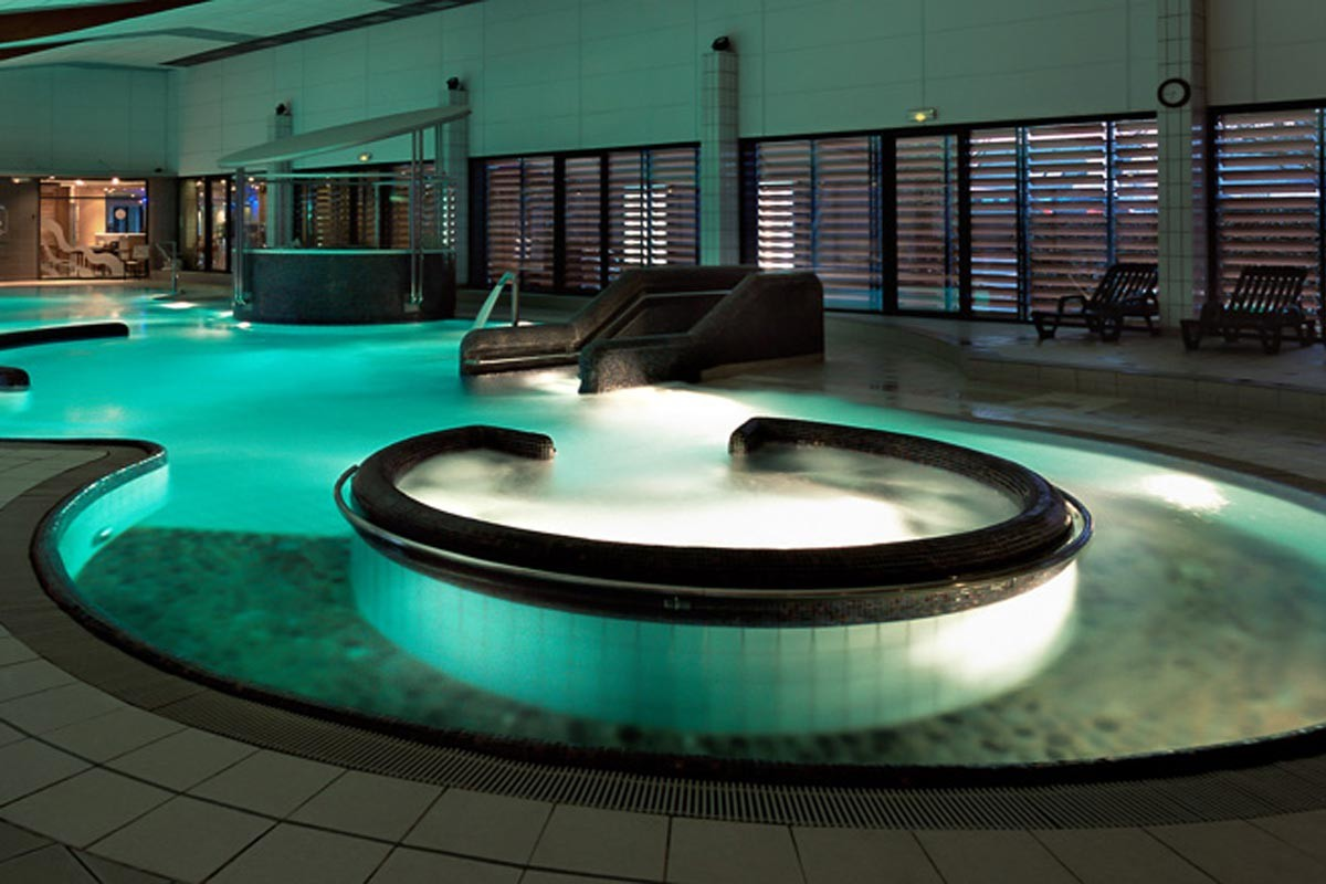 Les portes de sologne golf spa partir de 154 for Hotel piscine interieur