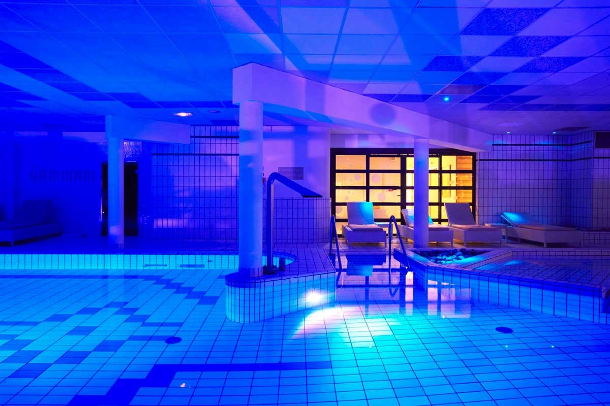 Le forges hotel spa forges les eaux normandie for Piscine 95