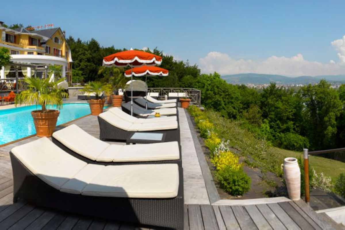 Hotel les tresoms spa annecy chbre petits d j for Piscine annecy