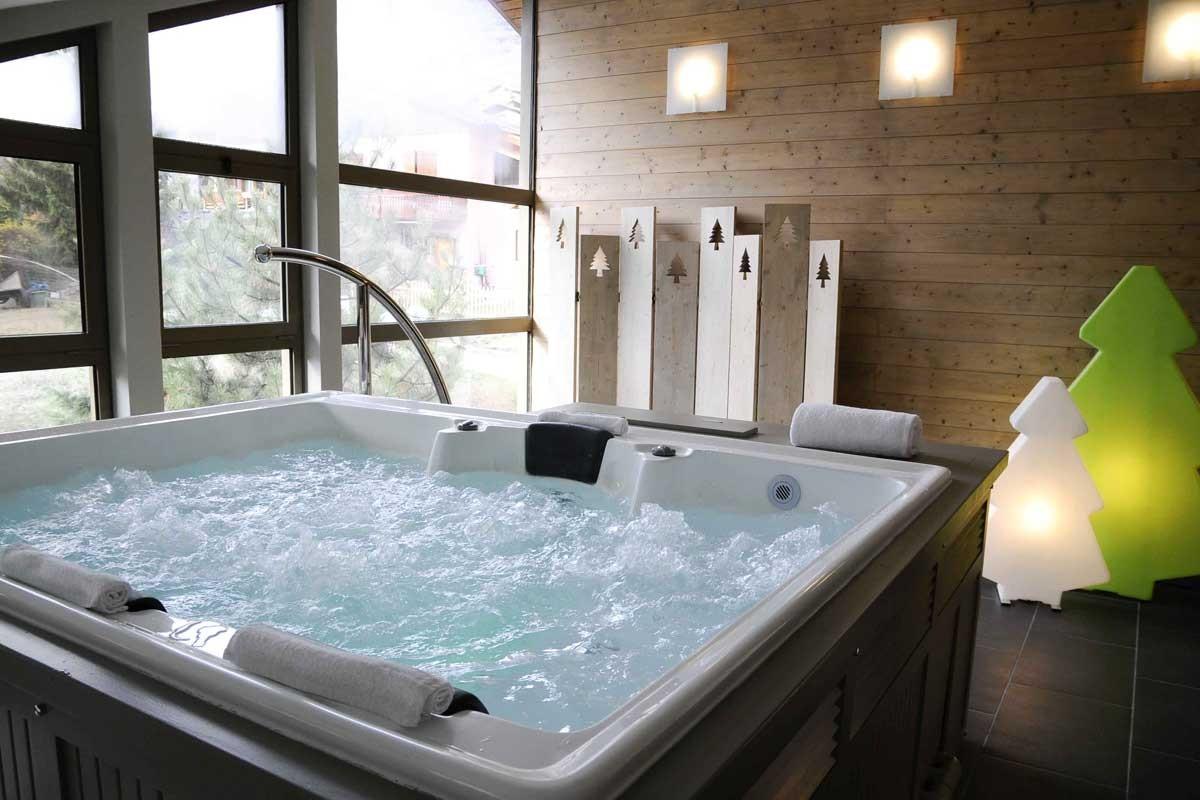 h tel la tourmaline spa aime chambre avec d ner. Black Bedroom Furniture Sets. Home Design Ideas