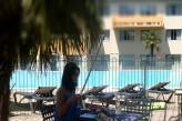 Hôtel les Oliviers à loriol sur drome - Détente au bord de la piscine