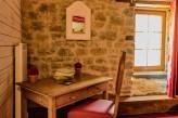 Domaine de la Pommeraye & Spa – Chambre Rouge table