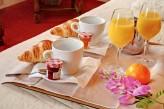 Hôstellerie la Vielle Ferme - Petit Déjeuner en chambre