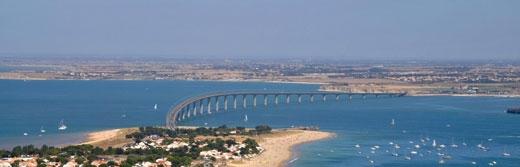 Le-pont-de-l-ile-de-Ré-vu-du-ciel