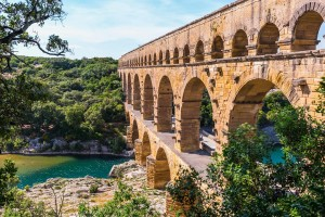 Hostellerie Le Castellas - Pont du Gard à 8 km de l'hostellerie