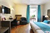 Hôtel la Jamagne & Spa - Chambre Supérieure bleue vue fenêtre