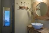 Domaine de la Courbe - détail  salle de bain