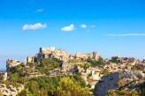 Hostellerie Le Castellas - Les Baux de Provences à 49 km de l'hostellerie