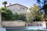 Hostellerie Le Castellas - Facade & Piscine