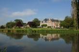 Château Tilques - rivière qui traverse le parc de 4 hectares où est situé le Château