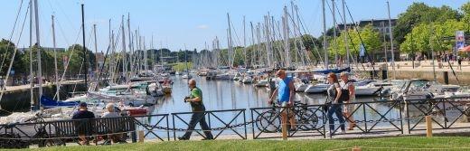 Balade-à-pied-sur-le-port-de-plaisance-de-Vannes-à-50-km-de-l-hôtel-le-roi-arthur@Loic-KERSUZAN