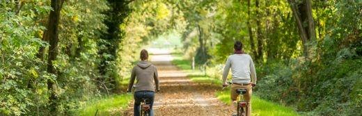 La-voie-verte-parcourue-par-les-vélos-électriques-Forêt de Brocéliande-à-15km-de-l-hôtel-le-roi-arthur@BERTHIER-Emmanuel