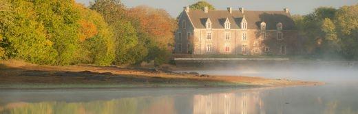Vue-sur-le-château-de-Comper-à-Concoret-en Brocéliande-situe-28km-de-l-hôtel-le-roi-arthur@BERTHIER-Emmanuel